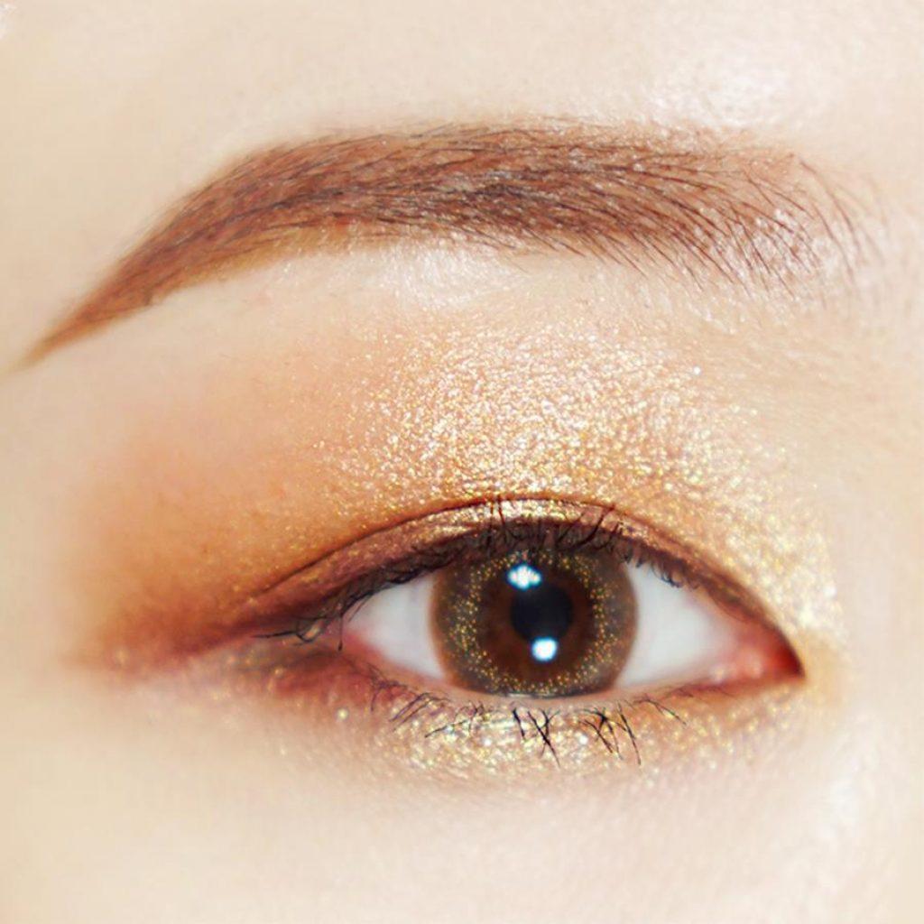 Màu mắt nâu vàng
