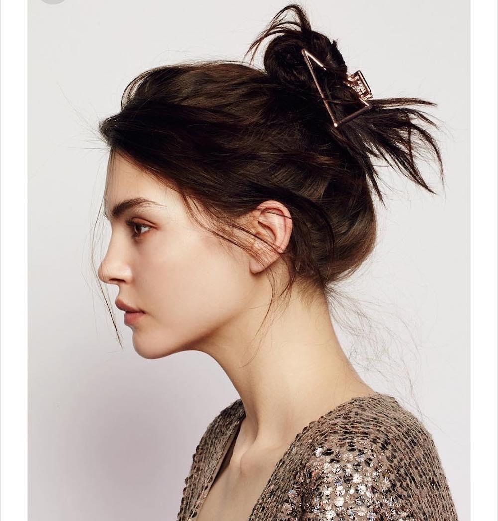 Búi tóc với kẹp càng cua