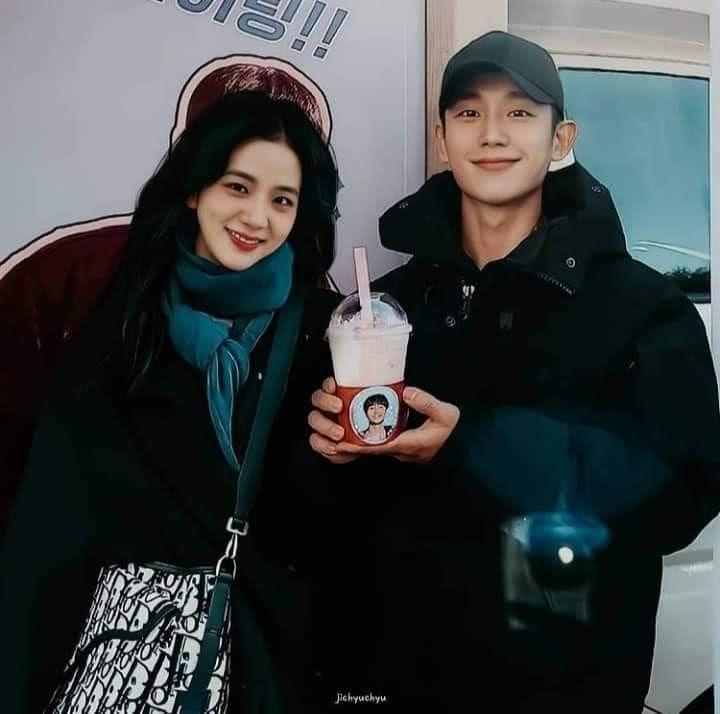 Jisoo trong ảnh hậu trường phim Snowdrop