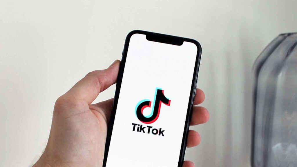 Cách Quay Tiktok là theo dõi các xu hướng TikTok trước khi quay