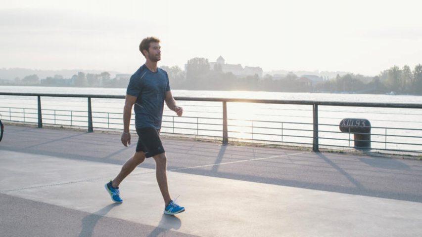 Đi bộ 30 phút mỗi ngày vào sáng sớm