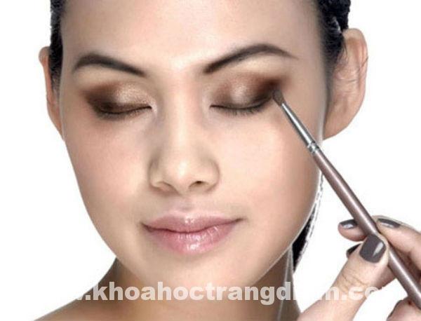 Hướng dẫn cách trang điểm mắt với các mẹo từ chuyên gia