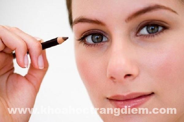 Hướng dẫn cách trang điểm mắt cơ bản
