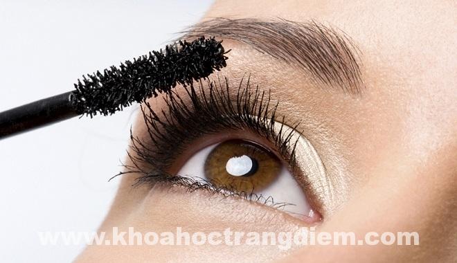 Hướng dẫn cách trang điểm tránh những lỗi thường gặp khi dùng mascara