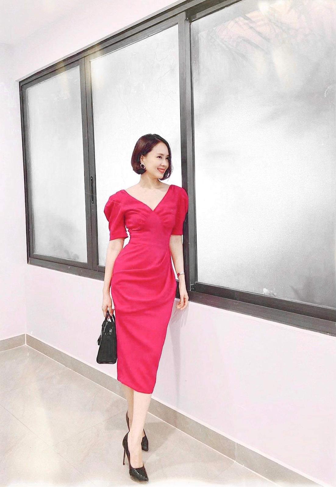 hồng diễm mặc các set đồ công sở hiện đại