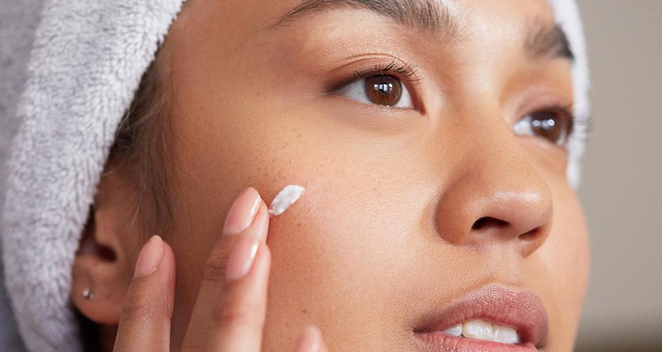 Sử dụng kem dưỡng ẩm không gây mụn