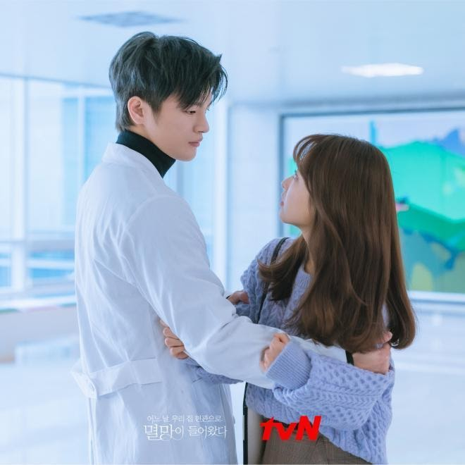 Seo In Guk và Park Bo Young trong phim Doom At Your Service